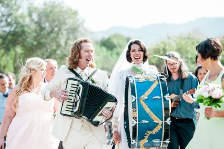 Singing-and-playing-at-your-own-wedding-800x532
