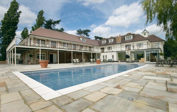 Pool-area-woolston_manor_steelband